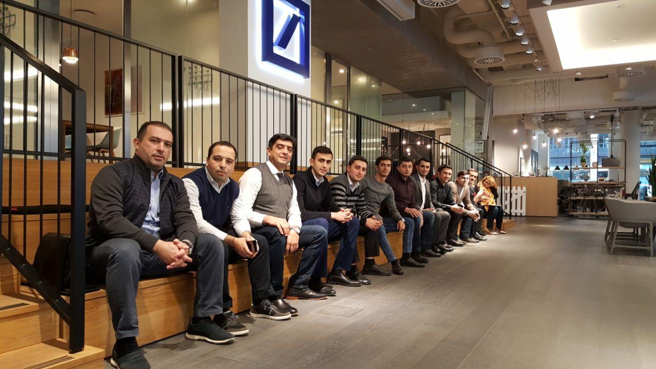 Teilnehmer des Managerfortbildungsprogramms des BMWI bei der Deutschen Bank Q110 in Berlin